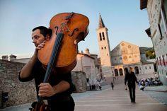 Festival dei due Mondi Spoleto in Umbrië door Steve McCurry in 'Sensational Umbria' #art | www.regionumbria.eu