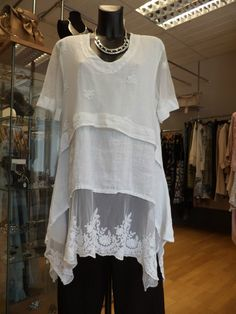 Sarah Santos' White Mesh and Lace Tunic Look Fashion, Womens Fashion, Altered Couture, Lace Tunic, Mode Inspiration, Mode Style, Sewing Clothes, Refashion, Dress Patterns
