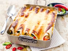 Tortillavuoka on helppo ja melko nopea valmistaa. Se maistuu erityisesti nuorisolle ja sopii tarjottavaksi vaikka illanistujaisissa raikkaan salaatin kanssa.