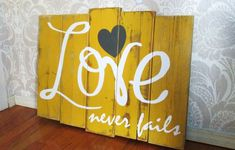 DIY Love Never Fails Mustard Yellow, Charcoal and White Reclaimed Wooden Plank Distressed Rustic Sign Wall Decor Pallet Crafts, Pallet Art, Pallet Signs, Wood Crafts, Diy Crafts, Rustic Signs, Wooden Signs, Wooden Decor, Palette Deco