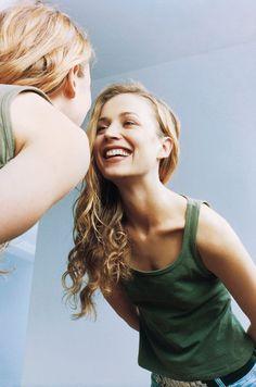 鏡を見て、頬のたるみやほうれい線、二重あごなどが気になったことはないですか? やれば確実に効果が期待できる「顔ヨガ」で、これらの悩みを一気に解消しちゃいましょう。自分の顔の老化タイプをチェックして、今やるべきエクササイズを見つけてくださいね。