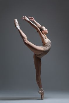 the dancer by Alexander Yakovlev - Photo 134439115 - < ballet pose Dance Photography Poses, Dance Poses, Ballet Dance Photography, Wedding Photography, Ballet Pictures, Dance Pictures, Cheer Pictures, Ballet Art, Ballet Dancers