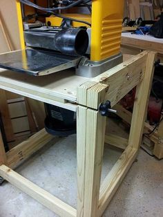 how to use an electric planer on a table top