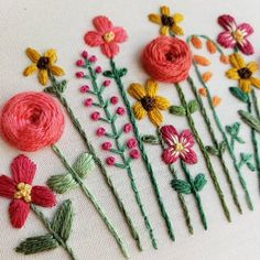 Garden Embroidery, Embroidery Flowers Pattern, Hand Embroidery Designs, Embroidered Flowers, Flower Patterns, Crewel Embroidery, Embroidery Ideas, Daisy, Hand Flowers