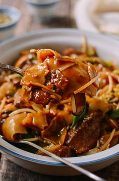 """Saucy Beef Chow Ho Fun Noodles or """"sup chow ngau ho"""" is for the sauce lovers out there and a nice change from the classic """"dry fried"""" beef chow ho fun. Asian Recipes, Beef Recipes, Cooking Recipes, Ethnic Recipes, Fun Recipes, Chinese Steamed Egg Recipe, Steam Egg Recipe, Wok Of Life, Fried Beef"""