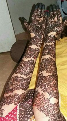 Bangle mehandi designs Latest Bridal Mehndi Designs, Mehndi Designs 2018, Mehndi Designs For Girls, Stylish Mehndi Designs, Wedding Mehndi Designs, Beautiful Henna Designs, Rajasthani Mehndi Designs, Indian Henna Designs, Dulhan Mehndi Designs