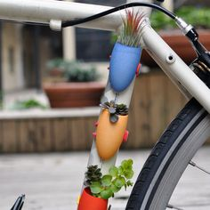 """Mini """"bike-planters"""" let you take your garden with you when you ride the streets! Great bricolage idea by Colleen Jordan Mini Bike, Build Your Own Bike, Bike Planter, Planter Garden, Mini Vasos, Bicycle Accessories, Lawn And Garden, Container Gardening, Urban Gardening"""