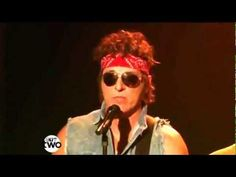 Sexy and i know it - bruce springsteen & jimmy fallon as neil young: OMF SO SEXY BRUCE SPRINGSTEEN!!
