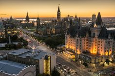 Panoramic view of downtown Ottawa with Parliament Hill and the Fairmont Chateau Laurier. For more information visit www.ottawatourism.ca. Photo credit: Ottawa Tourism