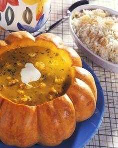 Kürbis-Mango-Cremesuppe mit Garnelen  | http://eatsmarter.de/rezepte/kurbis-mango-cremesuppe-mit-garnelen