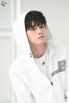 Ong Seung Woo, Yoo Seung Ho, Korean Boys Ulzzang, Korean Men, Cute Asian Guys, Asian Boys, Asian Men Hairstyle, Kpop, Portrait Poses