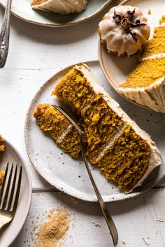 Chai Pumpkin Cake with Maple Browned Butter Frosting - Vegan Cake Delicious Bbq Dessert, Dessert Recipes, Pumpkin Recipes, Fall Recipes, Spiced Pumpkin, Pumpkin Cakes, Pumpkin Spice, Just Desserts, Delicious Desserts