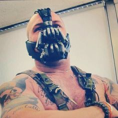 Tom Hardy behind the scenes of the Dark Knight Rises (before tattoo-coverage)