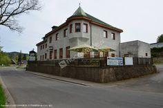 Pensjonat i Restauracja Rybárna znajduje się w pobliżu skalnego miasta Teplice nad Metują i Adršpach w regionu Gór stołowych / Broumovsko. W ofercie zakwaterowanie w 2 pokojowych apartamentach (z możliwością dostawki) lub 2, 3 i 4 osobowych pokojach. Wszystkie pokoje posiadają własną łazienkę z prysznicem, większość pokoi wyposażona jest w TV. Zakwaterowanie z możliwością wyżywienia w restauracji - tradycyjne dania kuchni czeskiej, szybkie posiłki, dania z ryb.