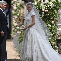 Beautiful bride Pippa Middleton arrives to church with dad Michael Middleton Pippa Middleton, Middleton Family, Bridal Dresses, Wedding Gowns, Wedding Day, Beautiful Bride, Bridal Style, Bridal Hair, Marie