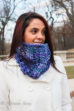 Lente is a chunky, elegant cowl created through the perfect harmony of bulky yarn and lacy ribbing. Knitting Patterns Free, Free Knitting, Free Pattern, Knit Cowl, Knit Crochet, Knitted Cowls, Neck Scarves, Neck Warmer, Ravelry