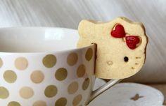 Biscotti Hello Kitty http://www.lovediy.it/biscotti-hello-kitty/ Originali e facili da preparare, i #biscotti #HelloKitty sono perfetti per la festa di #compleanno di una #bimba, o per una colazione allegra e colorata. La #ricetta...