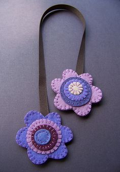 Bookmark but looks like a pacifier holder Felt Diy, Felt Crafts, Fabric Crafts, Sewing Crafts, Felt Flowers, Fabric Flowers, Purple Flowers, Exotic Flowers, Yellow Roses