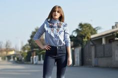 LOOK OF THE DAY: ruffle blouse & high waisted jeans. - The Dress Sense