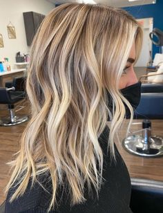 Hair Color Balayage, Hair Color Highlights, Platinum Blonde Balayage, Balayage Lob, Blonde Streaks, Blonde Balayage Highlights, Blonde Waves, Warm Blonde, Bright Blonde