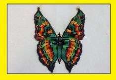 PECHERA MARIPOSA PARTE TRES Butterfly Cross Stitch, Butterfly Wings, Beading Tutorials, Beading Patterns, Bead Crafts, Jewelry Crafts, Beaded Earrings, Beaded Jewelry, Beads And Wire