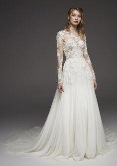 موديلات فساتين زفاف شيفون لعروس 2020 مجلة سيدتي إذا كنت تحضرين ليوم زفافك في موسم الربيع فلتختاري Pronovias Wedding Dress Wedding Dresses Wedding Dress Belt
