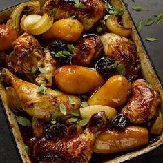 Chicken with potatoes, prunes and pomegranate molasses - Pollo con patatas, ciruelas y melaza de granada Yotam Ottolenghi, Ottolenghi Recipes, One Pot Dishes, One Pot Meals, Pomegranate Molasses, Chicken Potatoes, Chicken Fennel, Cooking Recipes, Healthy Recipes