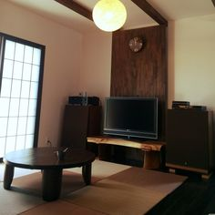 mamaikoさんの、リビング,ちゃぶ台,和モダン,オーディオ機器,置き畳,一枚板,コンテスト用,照明*Francfranc,見せ梁,日本家屋,障子風ガラス,のお部屋写真