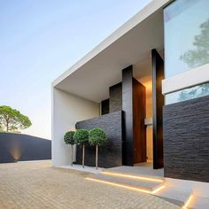The Battle Over Modern House Design Architecture And How To Win It 218 - Pecansthomedecor Modern Villa Design, Modern Architecture Design, Amazing Architecture, Modern Residential Architecture, Best Modern House Design, Design Exterior, Facade Design, Modern Exterior, Modern House Exteriors