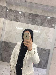 Stylish Hijab, Casual Hijab Outfit, Hijab Chic, Arab Girls, Muslim Girls, Grunge Fashion, Hijab Fashion, Girl Pictures, Girl Photos