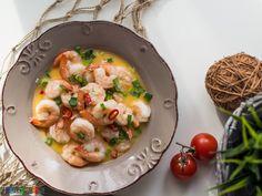 Najlepszy przepis na krewetki w białym winie. Do sosu należy dodać czosnek, imbir i papryczkę chilli, dzięki temu smak potrawy jest genialny! Starters, Risotto, Healthy Recipes, Healthy Food, Chili, Spaghetti, Cooking, Ethnic Recipes, Healthy Foods