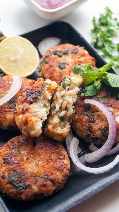Healthy, delicious and easy to make cheesy spinach and barley burgers. Crispy, Crunchy, Nutty, slightly chewy, perfectly seasoned and flav... Savory Pumpkin Recipes, Veggie Recipes, Vegetarian Recipes, Cooking Recipes, Healthy Recipes, Barley Recipes, Healthy Meals, Dinner Recipes, Veggie Dishes