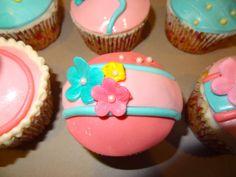 Fondant and gumpaste flower cupcakes