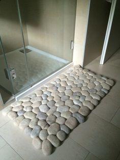 Felt stone carpet wool/alpaka super soft sand - outside decor Tapetes Diy, Diy Para A Casa, Stone Rug, Stone Crafts, Diy Carpet, Cheap Carpet, Bathroom Art, Diy Home Crafts, Bath Rugs