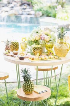 Pineapple Party - You can't have a tropical summer party with out a pineapple, right? So why not make the pineapple the theme of your party? It's such a popular one here on Catch My Party and we've so many excellent ideas for you to choose from. Pool Party Themes, Summer Party Themes, Summer Parties, Party Ideas, Summer Pool, Luau Party, Event Ideas, Beach Party, Brunch