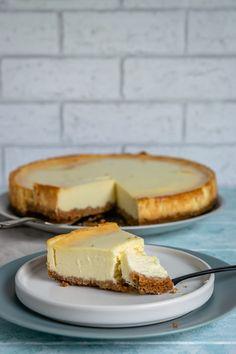 Original New York Cheesecake - cremig und abgöttisch lecker The Cheesecake Factory, No Bake Cherry Cheesecake, Plain Cheesecake, Carrot Cake Cheesecake, Classic Cheesecake, Thermomix Cheesecake, Cooker Cheesecake, Cheesecake Toppings, Baked Cheesecake Recipe