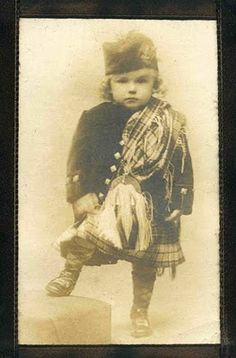 I have a similar picture of a great, great uncle!