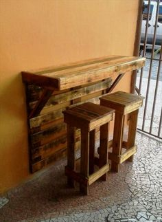 Pallet Furniture Projects Pallet Bar Table with Stools - Top 30 Pallet Ideas to DIY Furniture for Your Home - DIY Pallet Crafts, Diy Pallet Projects, Home Projects, Woodworking Projects, Woodworking Plans, Woodworking Furniture, Wood Crafts, Woodworking Classes, Wooden Pallet Projects