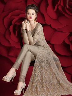 Designer Gowns Bridal Anarkali Suits, Party Wear Lehenga, Pakistani Bridal Dresses, Indian Dresses, Indian Wedding Guest Dress, Indian Wedding Wear, Dress Attire, Gala Dresses, Fantasy Dress