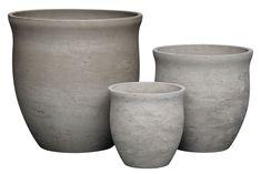 Harmaa Ulrika-ulkoruukku sopii moderniin puutarhaan. Kolme eri kokoa. Vase, Tableware, Home Decor, Dinnerware, Decoration Home, Room Decor, Tablewares, Vases, Dishes