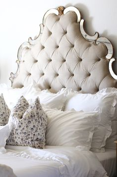 A headboard is an important part of any bedroom décor, it can highlight your décor and make a statement. Tufted headboards are the most timeless and chic. Tufted Headboards, Tufted Bed, Farmhouse Style Bedrooms, Farmhouse Bedroom Decor, Bar Outdoor, Ruffle Duvet, Ruffles, Table Diy, White Bedroom Furniture
