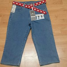 Super cute capri's Very cute with plenty of stretch also slimming Lee Pants Capris