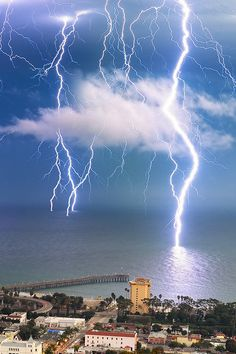 """Lightning - Ventura - California - Should be under a heading of """"Heaven Meets Earth""""! Fuerza Natural, Cool Pictures, Beautiful Pictures, Storm Pictures, Dame Nature, Wild Weather, Beach Weather, Thunder And Lightning, Lightning Storms"""