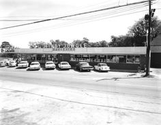 Florida Memory - View of the Jitney Jungle Grocery Store - Tallahassee, Florida 1964