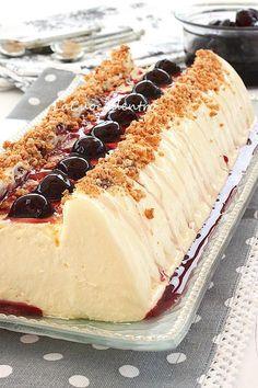 La Cuoca Dentro: Mousse al cioccolato bianco variegata all'amarena al profumo di amaretto