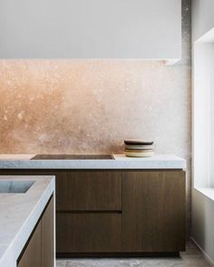 Whether it's part of a larger kitchen remodel, a new home purchase, or it's just time to replace the sink, choosing a new kitchen sink can be difficult. Kitchen Marble, Kitchen Interior, Interior, Kitchen Remodel, Kitchen Decor, Modern Interior Design, Minimalist Kitchen, Interior Design, Kitchen Design