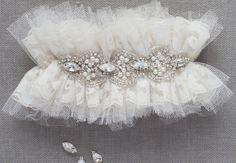 Liga para novia - photo of Emily Riggs Bridal