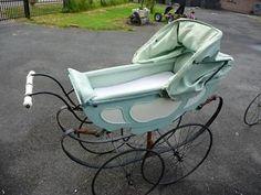 antieke kinderwagen van circa 1880