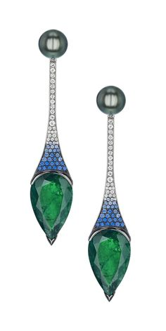 @Shaun Leane bespoke Deco style earrings with emeralds, diamonds and Tahitian pearls #Gemfields
