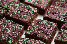 Yksi Kotikokki.netin klassikoista, mokkapalat. Reseptin teki Kotikokki.netin nimimerkki Bulbuli Sprinkles, Favorite Recipes, Candy, Baking, Desserts, Food, Tailgate Desserts, Deserts, Bakken